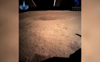 嫦娥四号探测器成功着陆月球背面,并传回世上首张近距相片