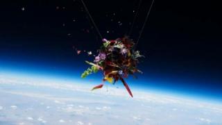 漂浮于太空的艺术品