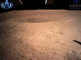 为什么嫦娥四号拍摄的月球背面照片偏红