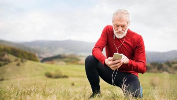 在我们变老的过程中,越来越多的细胞向其他细胞发出信号,称它们也应该一同老化