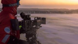 BBC纪录片《王朝》摄影师南极拍企鹅与世隔绝八个月,你能熬过去吗?