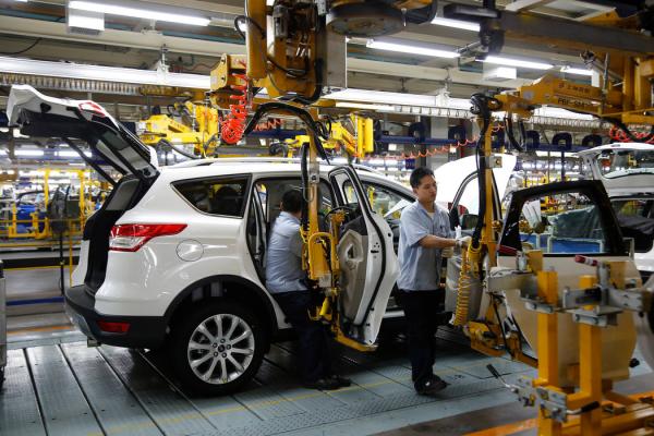 11月,福特汽车将其重庆合资企业的产量削减了70%,而福特称这是为了减少未售出汽车的库存。
