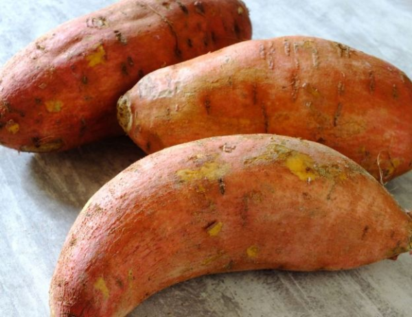 红薯是冲绳人传统饮食中的主食之一。
