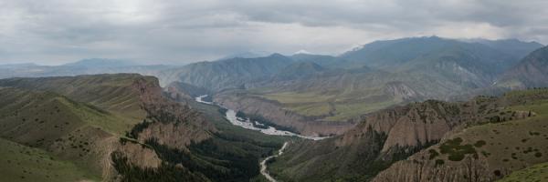 天山山脉地区,半游牧的哈萨克人的夏季牧场。