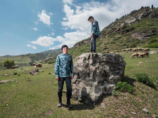 表兄弟阿尔森·阿克哈特和特米尔兰·喀米尔在哈萨克斯坦。