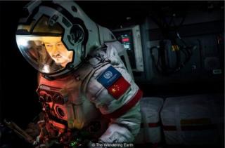 《流浪地球》引热议,中国式科幻全方位解读