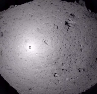 今天早上,一个日本探测器向一颗小行星射出了一枚子弹