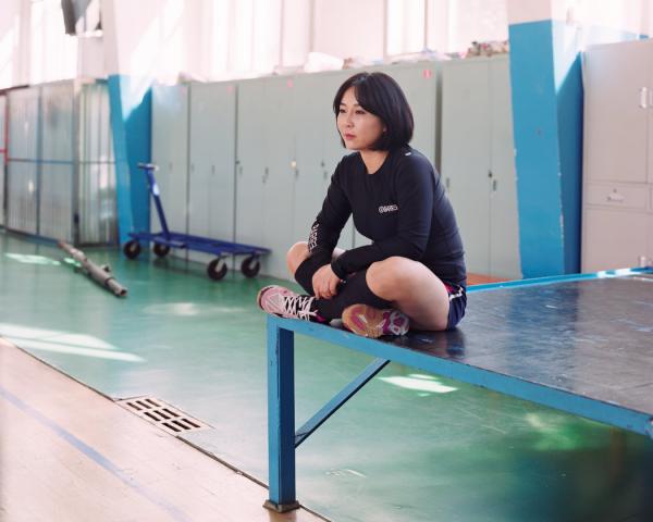 """2017年3月,吉林龙井,19岁的凌说,""""我是我们大学的排球运动员,我不想离开家乡。"""""""