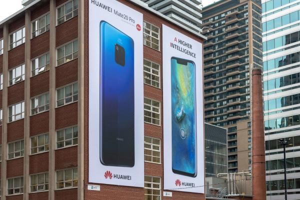 华为在多伦多的广告。该公司在加拿大各地大举营销它的产品。