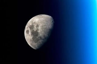美国要向月球南极派遣宇航员 究竟原因何在?