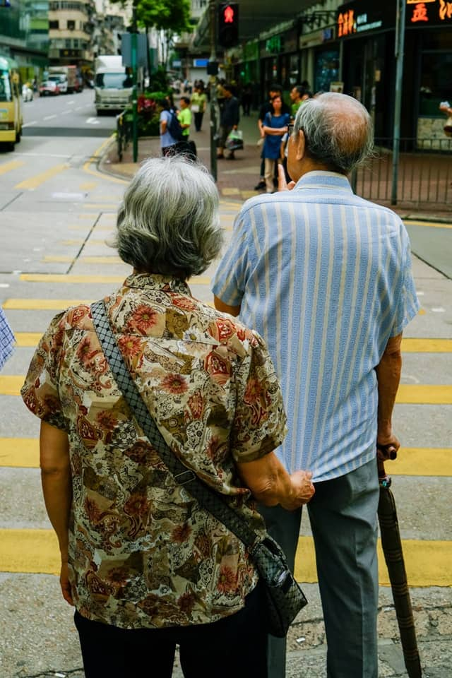彼此相爱白头到老的年代已远去