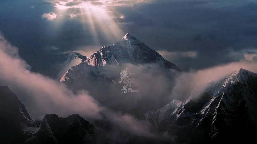 《攀登者》官方发布高清壁纸:吴京领衔主演 9月30日全国上映