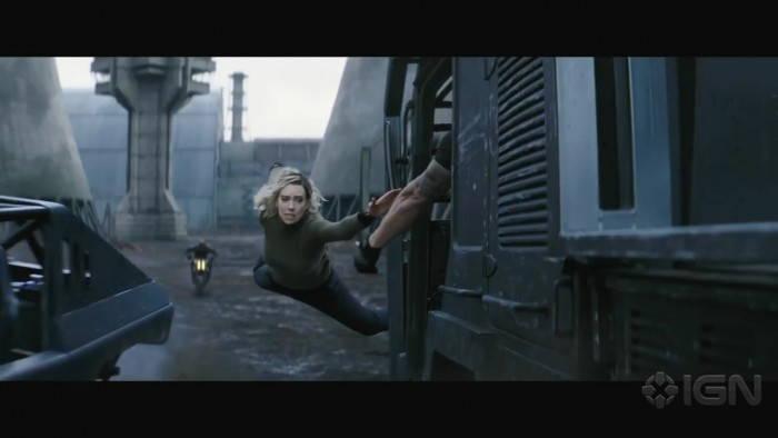 《速度与激情:特别行动》新片段公布:女主跳车飞跃、斯坦森玩命飙车-玩懂手机网 - 玩懂手机第一手的手机资讯网(www.wdshouji.com)