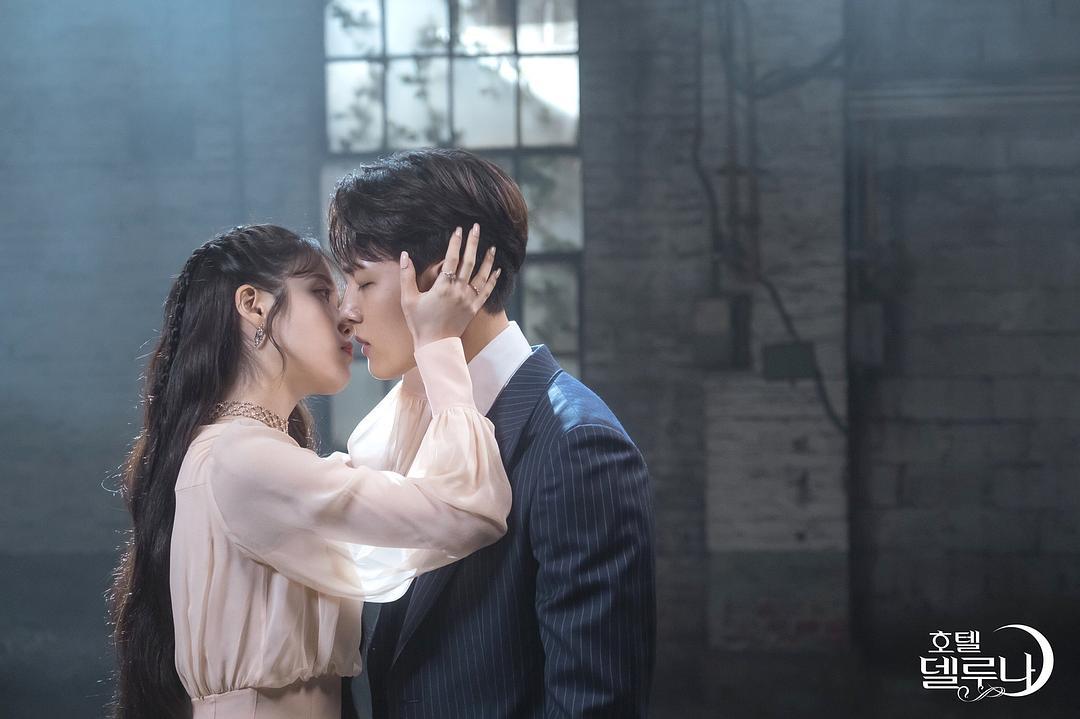 【Vicky's 影评】《德鲁纳酒店》:韩剧女主不再傻白甜,男主也不再精明腹黑霸道总裁-3
