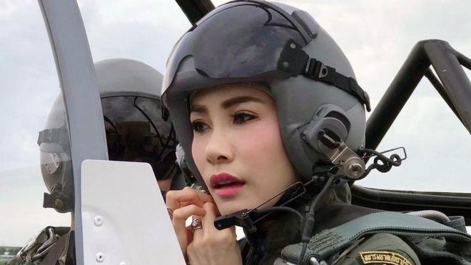 现年34岁的泰国贵妃诗妮娜•披拉萨甘娅妮(Sineenat Wongvajirapakdi)