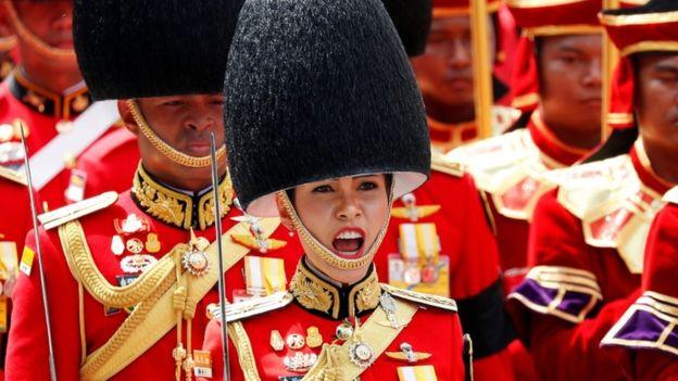诗妮娜贵妃参加泰国先国王普密蓬的葬礼。