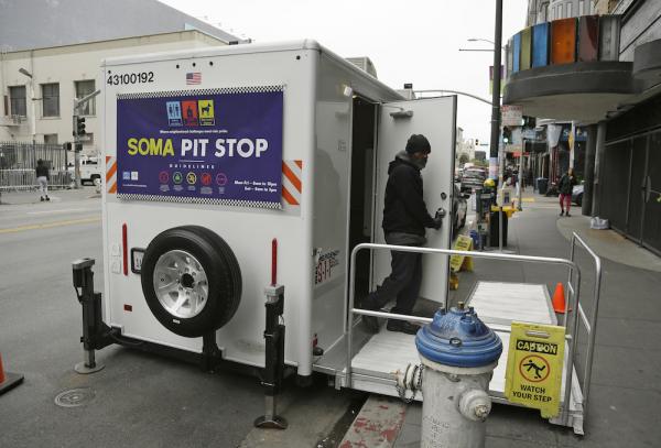 旧金山为无家可归者提供的流动卫生间(照片:美联社)