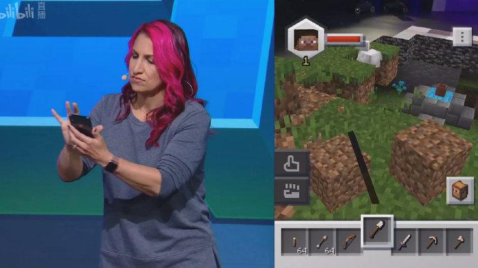 主持人在演示Minecraft:Earth