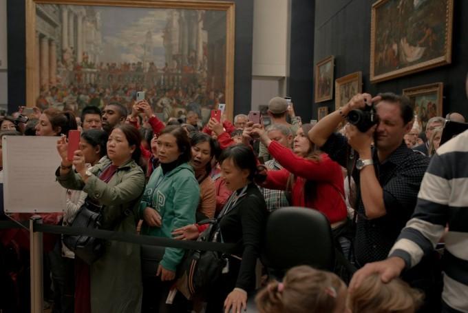 """在今年早些时候对英国游客的调查中,《蒙娜丽莎》被评为""""世界上最令人失望的景点""""。"""