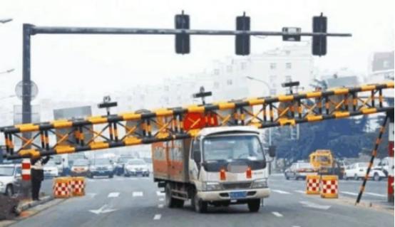限高杆的安全通行标准高度是多高