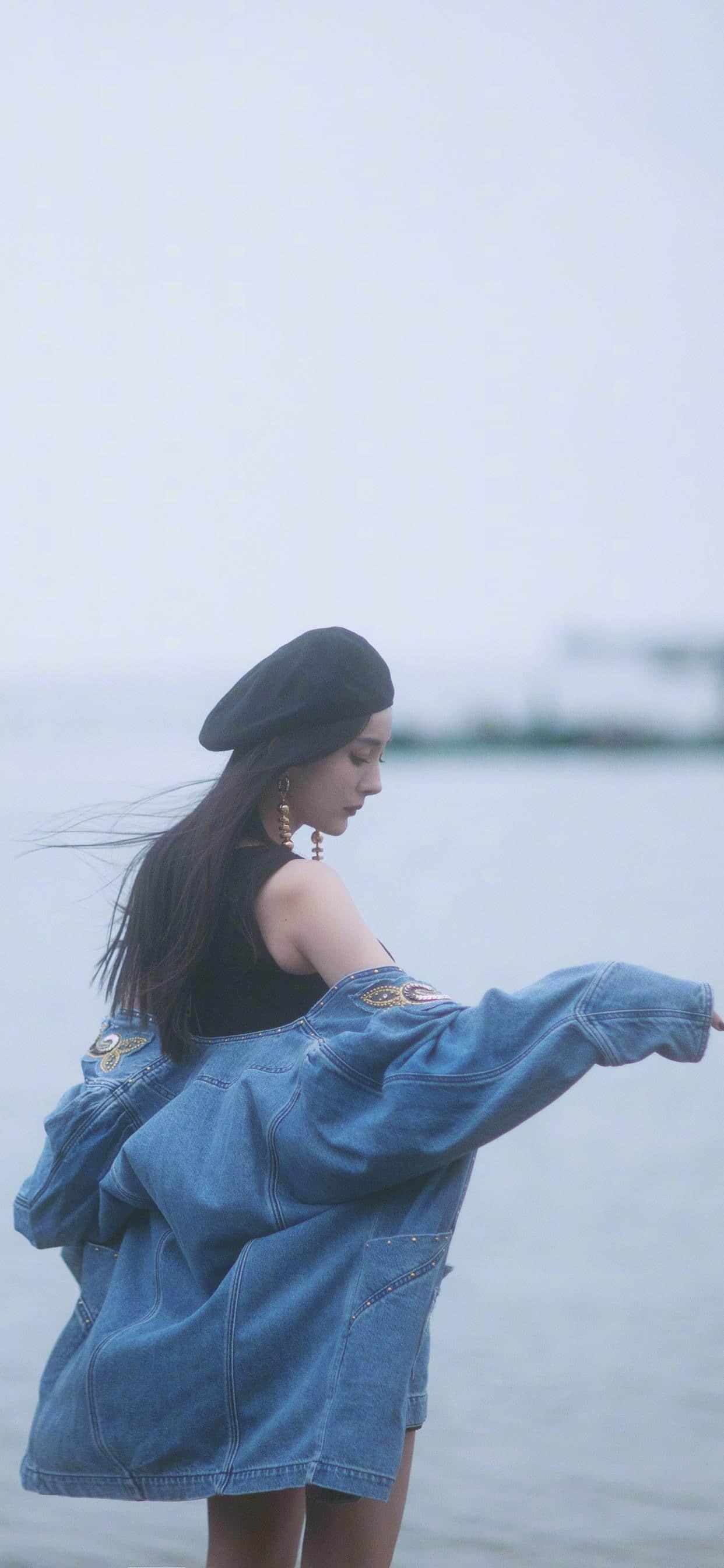 杨幂海边牛仔短裙写真壁纸长发在风中凌乱(10张)