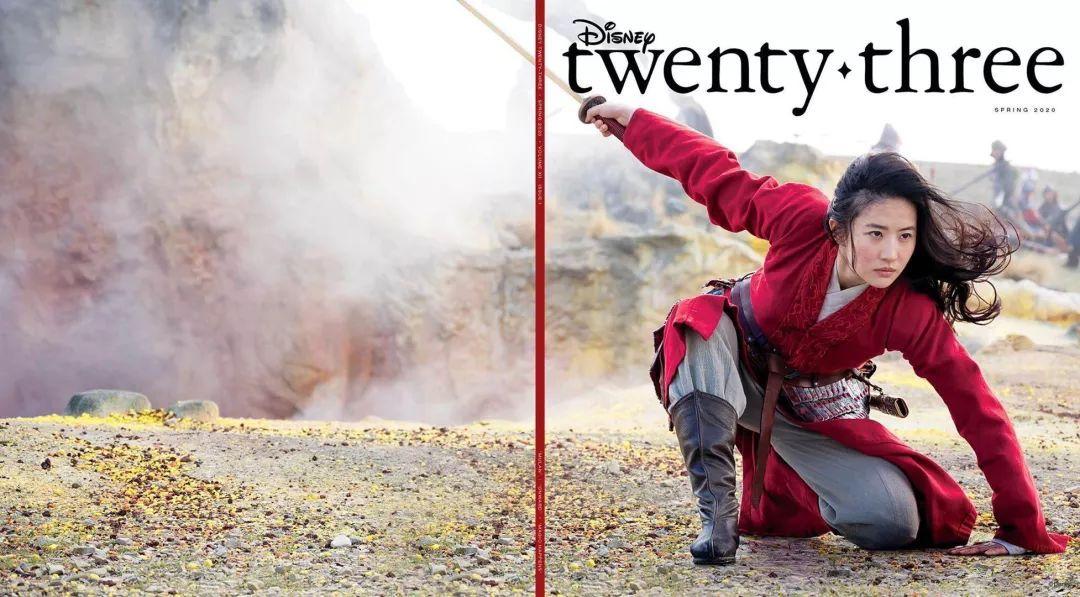 迪士尼《D23》杂志封面:刘亦菲持剑撑地气势十足