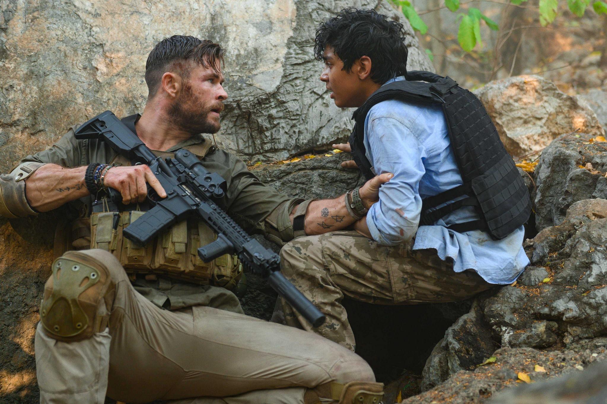 "Netflix新片《惊天营救》发布全新剧照:""锤哥""荷枪实弹上阵救人"